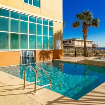 Outdoor Pool and Hot Tub at Gulf Shores Condo Rental